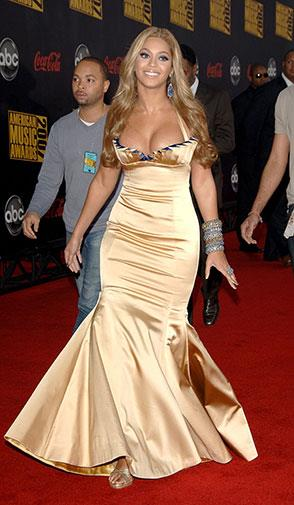 An unflattering gold satin gown at the 2007 AMAs.