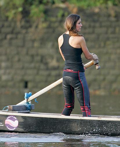 Kate kept busy during their separation, joining an all-female dragon boat team in August 2007.