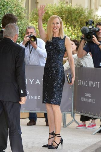 She chose a dazzling black sheath dress that showed off her lean physique.