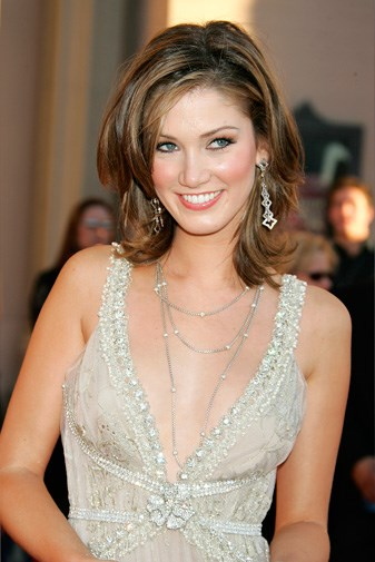 Delta look glamorous at the American Music Awards in 2005.