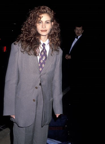 Julia Roberts chose a man's suit for the Golden Globes in 1990.