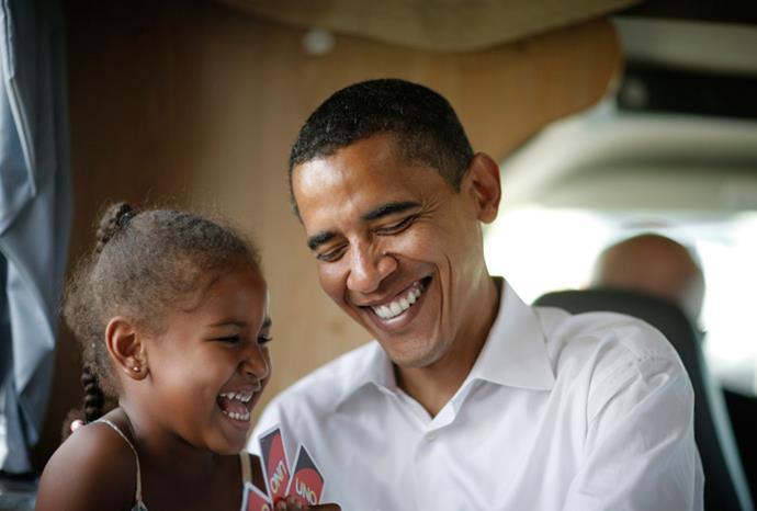Barack playing Uno with Sasha in July 2007.