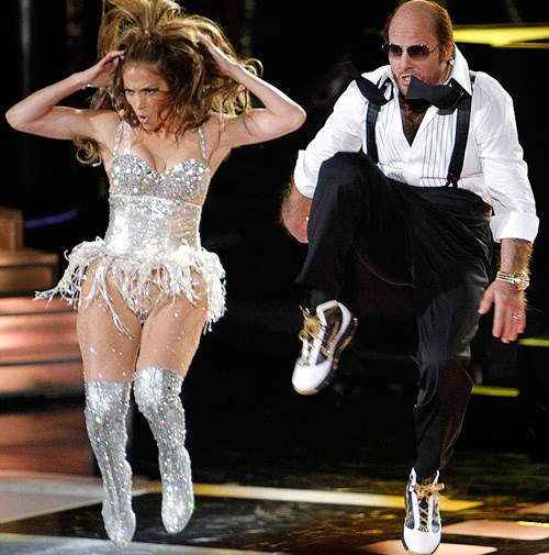 Tom dancing with Jennifer Lopez at the 2010 MTV Movie Awards.