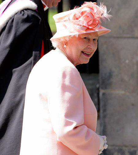 Queen Elizabeth wore an outfit by Stewart Parvin, who made the bride's gown.