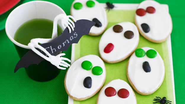 "**[Screaming ghostly biscuits](https://www.womensweeklyfood.com.au/recipes/screaming-ghostly-biscuits-8941|target=""_blank"")** <br><br> Perfect for a Halloween party table, these biscuits are quick and easy to assemble for a cute sweet treat."