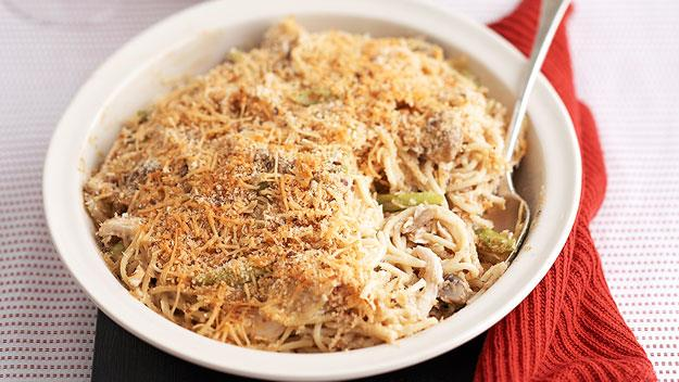 """**[Baked chicken and mushroom pasta](https://www.womensweeklyfood.com.au/recipes/baked-chicken-and-mushroom-pasta-11723