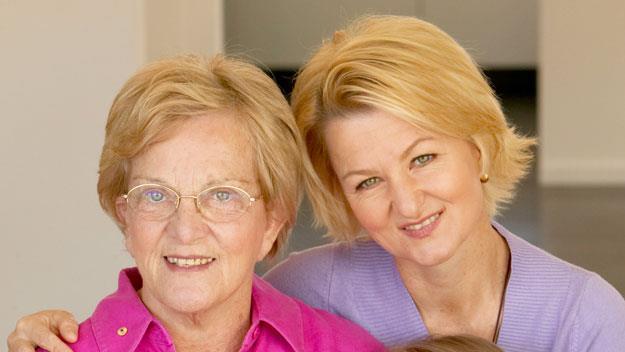Hazel Hawke with daughter Sue Pieters-Hawke in 2004