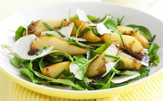 Roasted pear and baby spinach salad