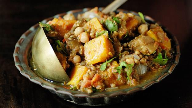 "**[Eggplant and pumpkin curry](https://www.womensweeklyfood.com.au/recipes/eggplant-and-pumpkin-curry-12672|target=""_blank"")**"