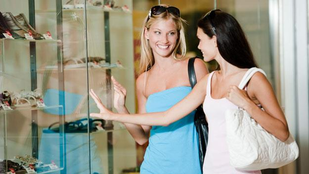 Friends shopping for shoes, thinkstock