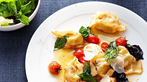 Tomato and ricotta tortellini with basil