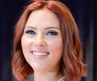 Scarlett Johansson ditches blonde for fiery red