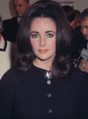 Elizabeth Taylor in black at the airport in Los Angeles, California in November 1968.  Photo by: Frank Edwards/Fotos International/Getty Images