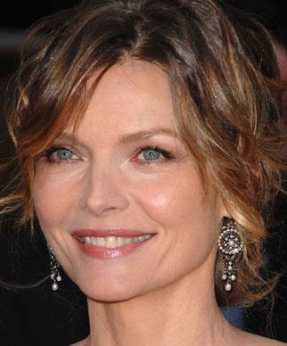 The beautiful Michelle Pfeiffer has had a career spanning more than 25 years and still looks fantastic today. Better yet, she hasn't resorted to cosmetic enhancements to retain her looks.