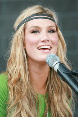 Delta Goodrem performs at one of hundreds of instore signings in Sydney 2007.