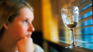 Women who fail to have kids are twice as likely to become alcoholics