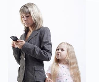 Doctors fear dangers of texting while parenting