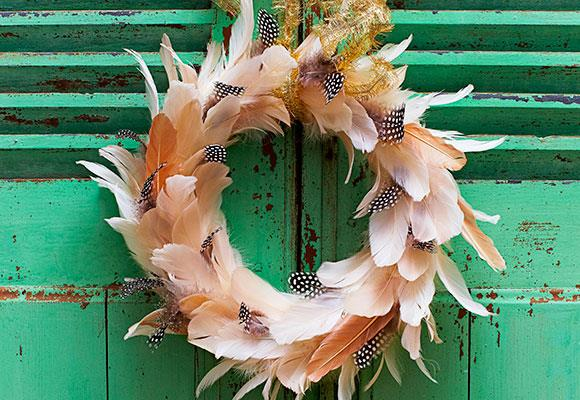 The latest trend is feathers so create your own Christmas wreath!