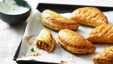 Butter chicken puffs