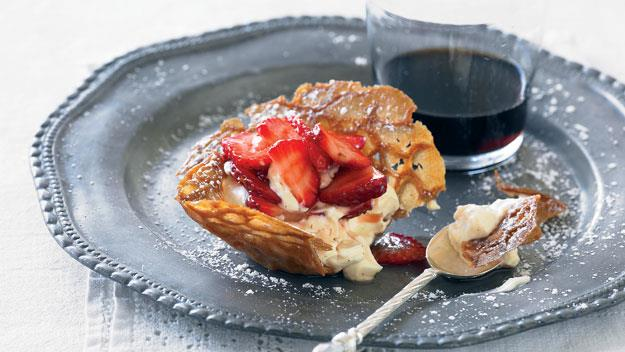 Brandy-snap baskets with strawberries and mascarpone