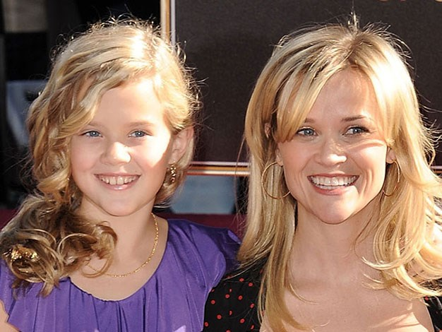 Ava and Reese looking very similar in 2010.