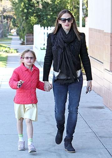Jennifer Garner and Violet Affleck.