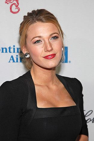 Blake Lively forgot to blend the concealer on her décolletage in October 2009.