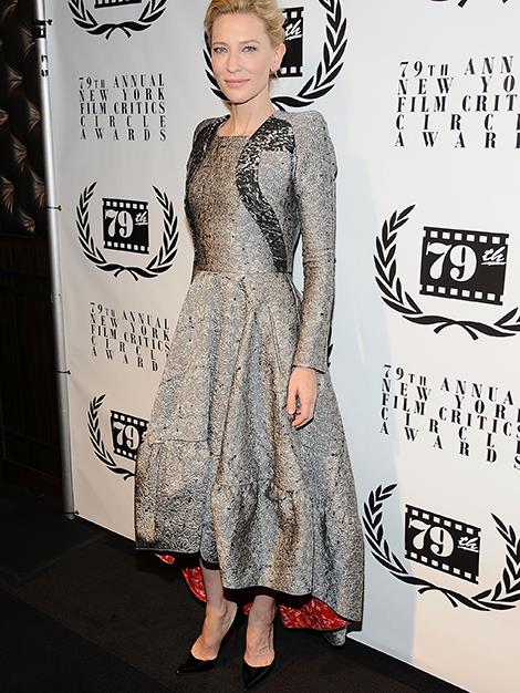 Cate wears a metallic long sleeve dress with scarlet lining to the New York Film Critics Circle Awards Ceremony in New York City.