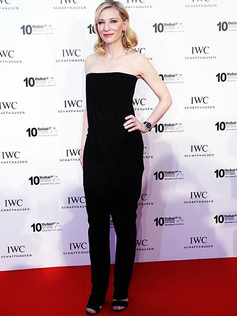 Cate wears a dark strapless jumpsuit to a Film-makers Award's night in Dubai.