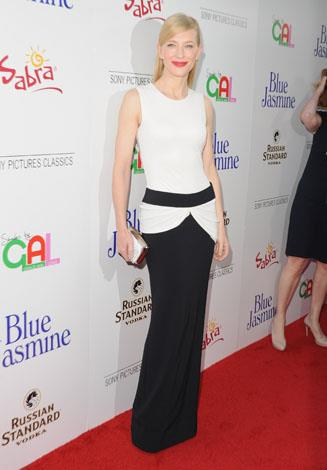 Cate brought back some ol' Hollywood glamour to the red carpet in this beautiful black and white ensemble.
