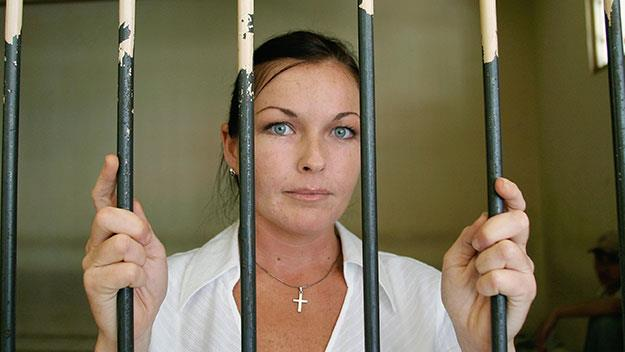 Schapelle Corby behind bars at the Denpasar District Court in 2006. Image: Getty.