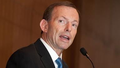 Abbott 'turns back 34 asylum seekers'