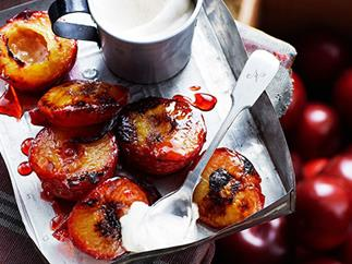 Grilled plums with cinnamon cream