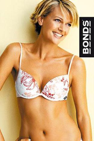 Sarah Murdoch found fame as a Bonds model.