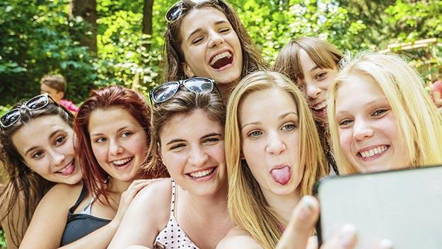 Group of teenagers taking a selfie. Photo: Mlenny Photography via Getty Images