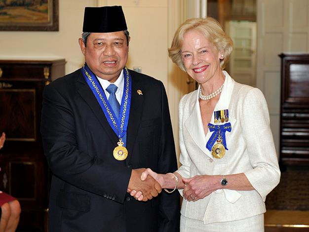 Indonesian President Susilo Bambang Yudhoyono is congratulated by Quentin Bryce after being appointed an Honorary Companion in the General Division of the Order of Australia at Government House on March 9, 2010 in Canberra.