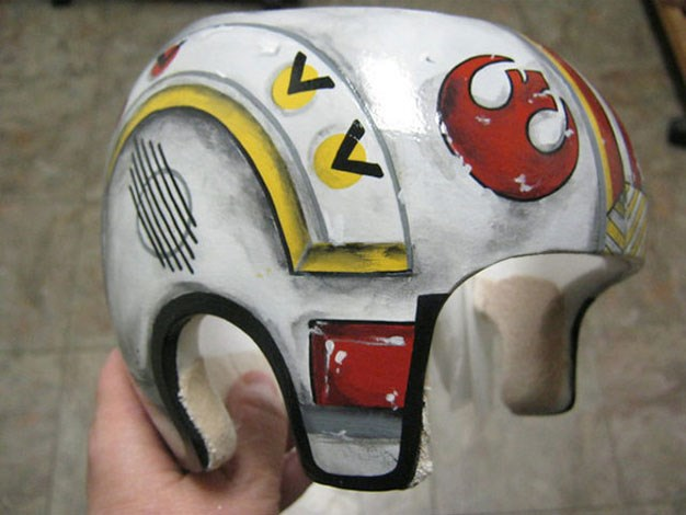 The owner of this helmet will look like a superhero now.