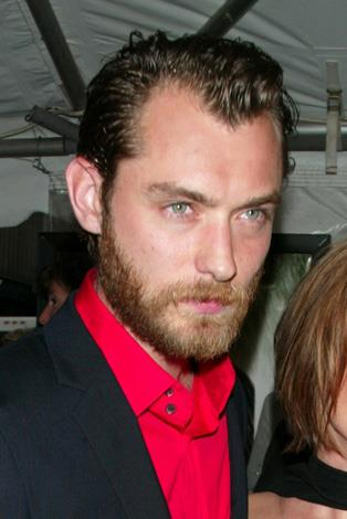 Jude Law might find himself being confused with Ewan McGregor with this ginger tinged scruff.