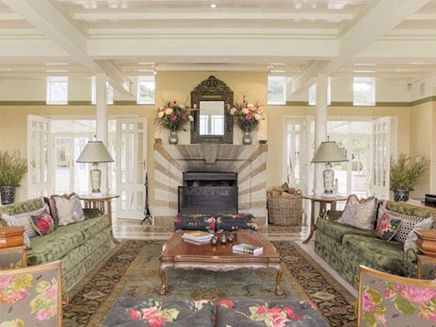 The lodge's impressively decorated lounge.