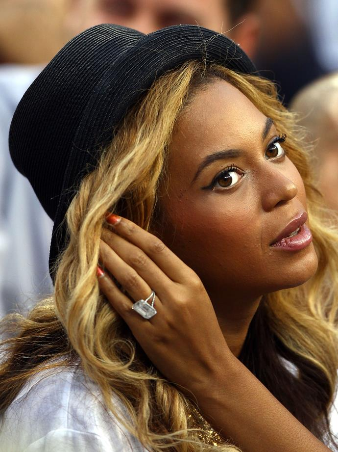 Singer Beyoncé was presented with a huge 18-carat diamond ring from Jay-Z worth about $5 million.