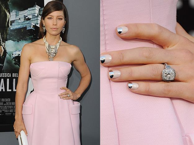 Singer Justin Timberlake popped the question to actress Jessica Biel with a beautiful vintage-inspired six-carat diamond ring, worth an estimated $130,000.