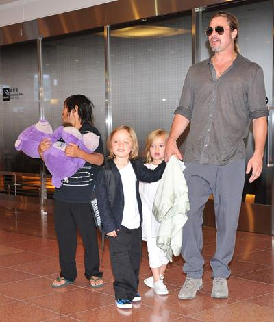Brad Pitt hand-in-hand with his twins Knox and Vivienne, born in 2008.