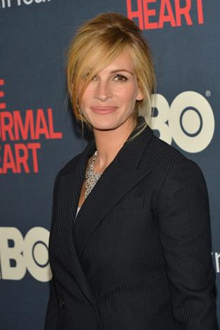 Julia Roberts was blessed with twins, Phinnaeus Walter and Hazel Patricia for her first pregnancy with husband, Danny Moder.