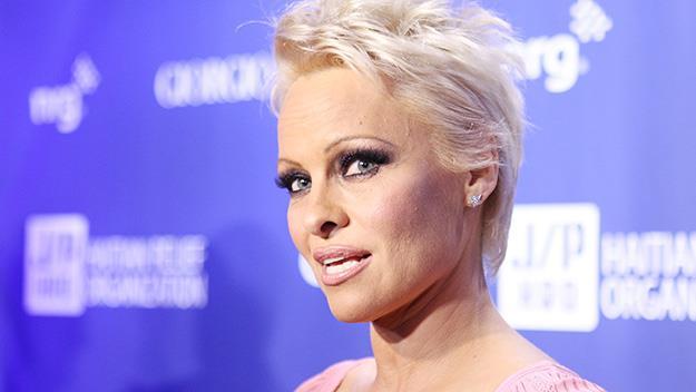 Pamela Anderson short hair