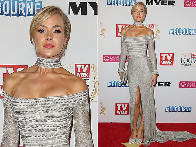 Jessica arrives at the 2014 Logies.