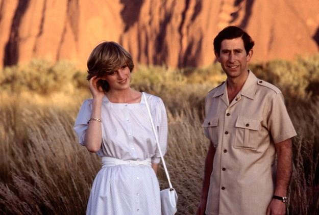 Charles and Diana in front of Uluru during their Australian tour.