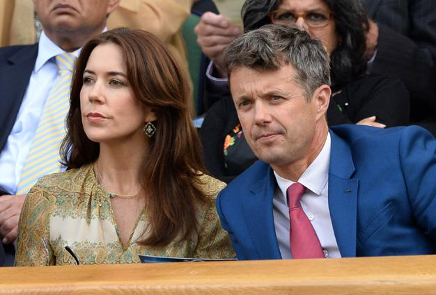 Crown Princess Mary and Crown Prince Frederik of Denmark looked like a cute couple while watching the tennis on centre court during day four.