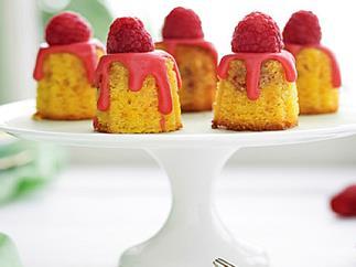 Mini polenta and raspberry cakes