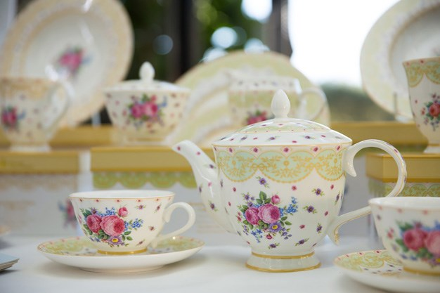 Maxwell and Williams provided the fine china for the event.