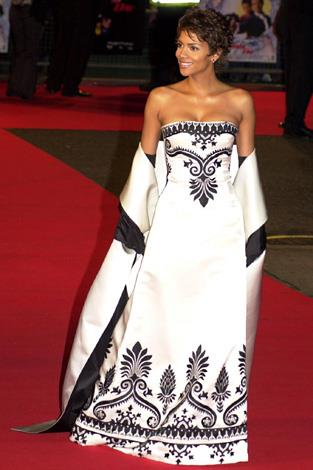 Halle wore this regal black and white gown to the premiere of James Bond's film *Die another Day* at London's Royal Albert Hall in 2002.